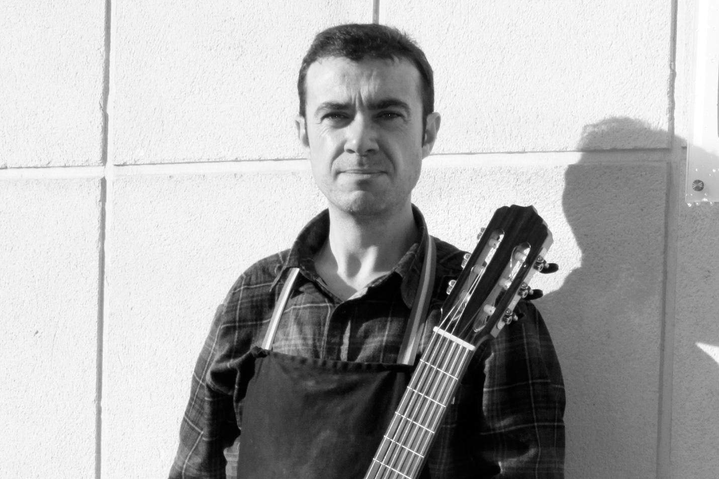 Rafael-fuentes-guitar-maker